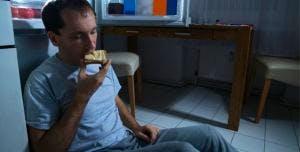 Ritrovarsi a mangiare in maniera compulsiva è sintomo di carb craving